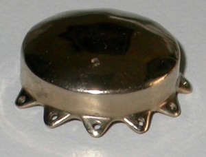 Fig. 4: Placca brachiterapica di 12mm di diametro.